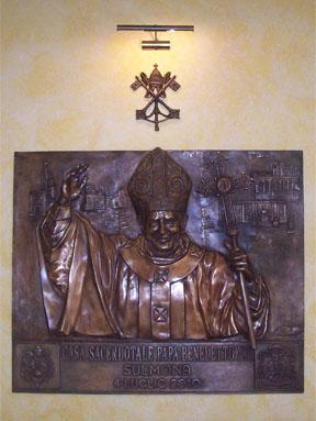 bassorilievo in bronzo di Benedetto XVI