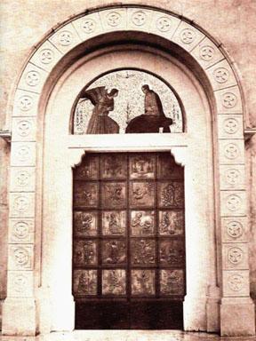 Portale della chiesa in bronzo
