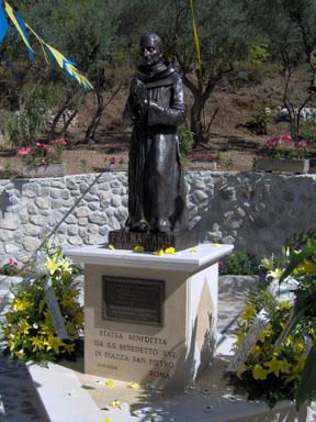 Statua di Fra Mariano