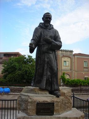 Statua di Padre Pio a Isernia
