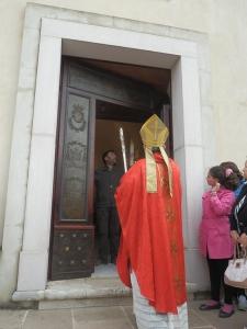 Benedizione Vescovo De Luca del Portale Bronzeo di Provvidenti